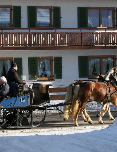 Kutschenfahrt-im-Winter-Bayersoien