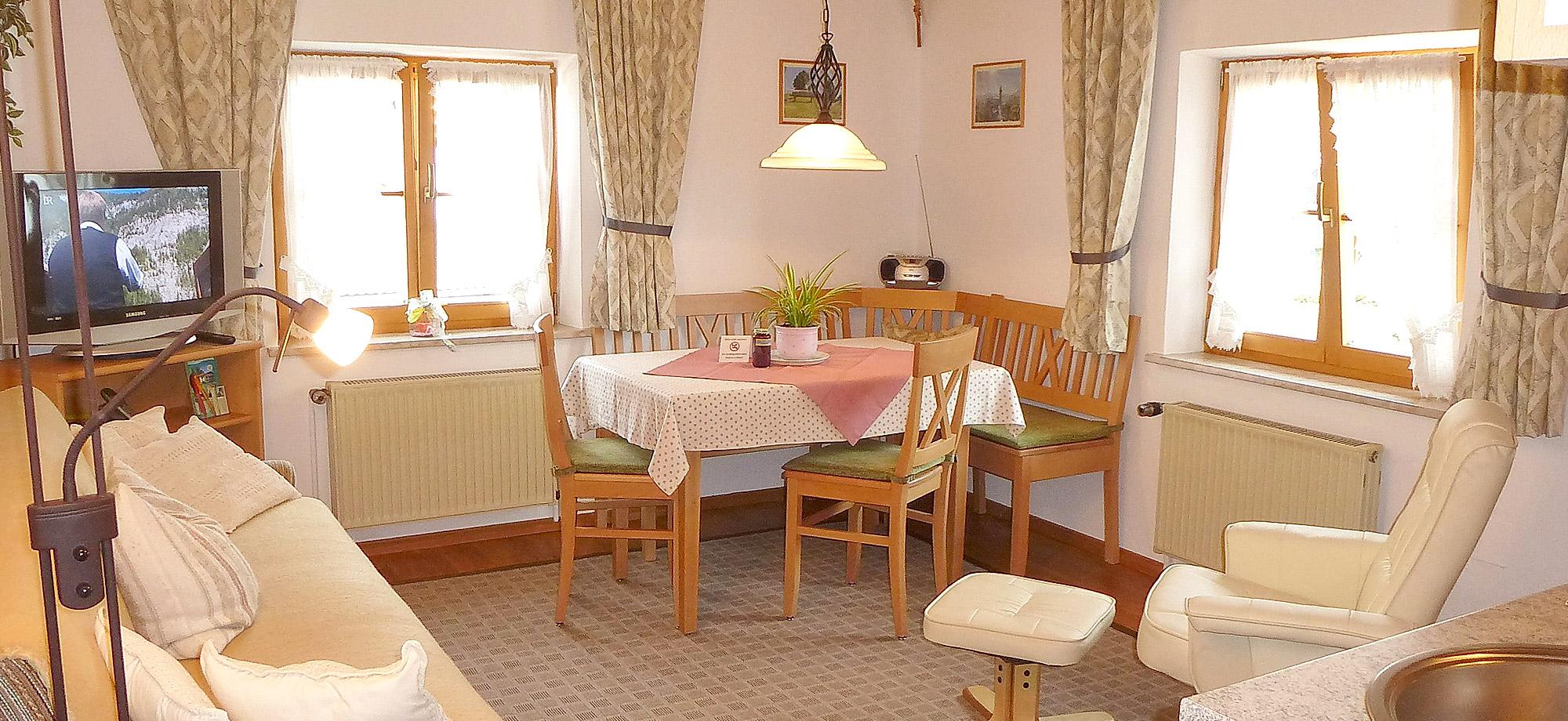 Die Gemutliche Wohnkuche Der Ferienwohnung Schwalbe Im Haus Schuster